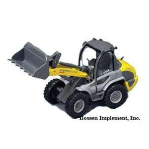 Kramer Allrad Wheel Loader Model 580   1/50 Scale: Toys
