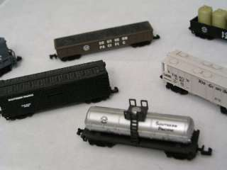 HIGH SPEED N SCALE TRAIN SET UP LOCOMOTIVE, CABOOSE & CARS ORNAMENTS