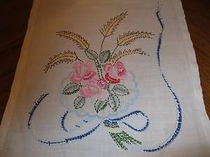 VINTAGE CROSS FLORAL STITCH TABLE RUNNER DOILIE 14X40